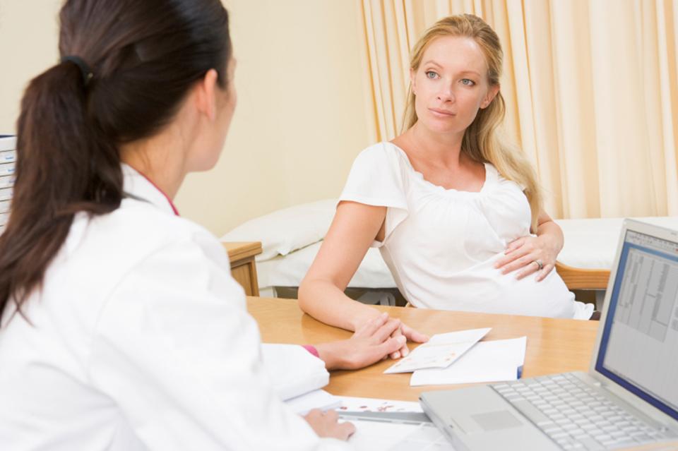 Nha Khoa Cho Bà Bầu Ở Quận 2 - Có Nên Nhổ Răng Khi Đang Mang Thai Không?